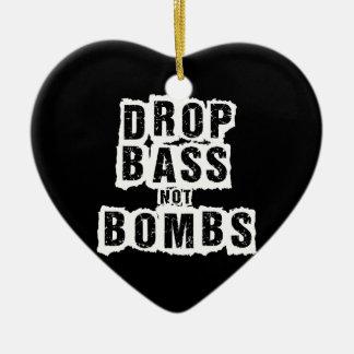 Bombas del bajo del descenso no adorno navideño de cerámica en forma de corazón