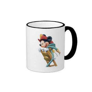 Bombero de Mickey Mouse en escalera Tazas De Café