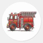 Bombero del coche de bomberos de la escalera etiqueta