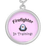 Bombero en el entrenamiento joyerias personalizadas