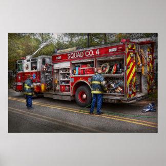 Bomberos - el coche de bomberos moderno póster