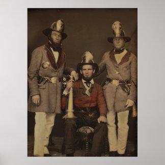 Bomberos en el uniforme 1855 póster
