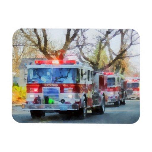 Bomberos - línea de coches de bomberos en desfile iman flexible