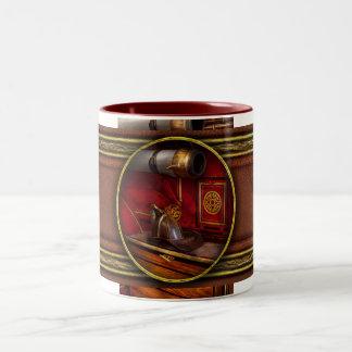 Bomberos - un trabajo elegante taza de café de dos colores