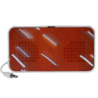 Bombilla blanca del LED en una pared roja borrosa iPod Altavoces