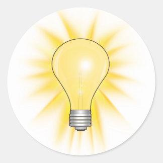 Bombilla de la idea brillante pegatina redonda