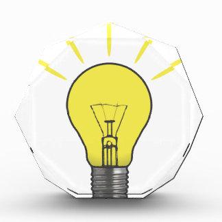Bombilla de la idea brillante