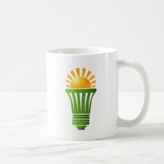 Bombilla eficiente de energía solar taza básica blanca
