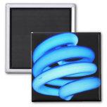 Bombilla torcida en el azul de neón imán de frigorífico