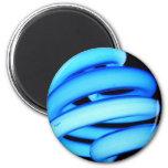 Bombilla torcida en el azul de neón imán para frigorífico