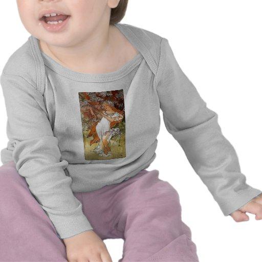 Bonito blanco del vestido de la señora rubia de la camisetas