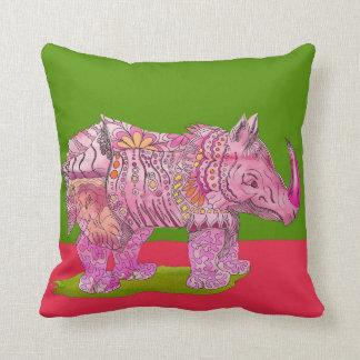 Bonito en almohada rosada