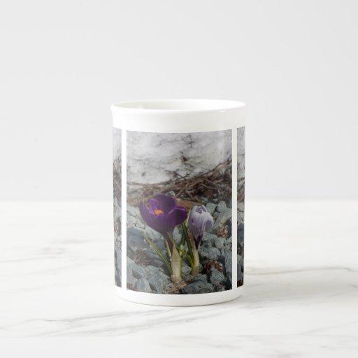 Bonito en púrpura taza de porcelana