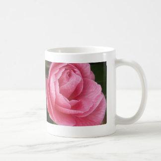 Bonito en rosa taza de café
