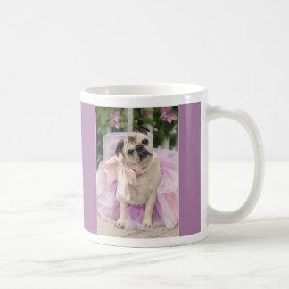 Bonito en taza púrpura del barro amasado