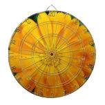 bonito, flor amarilla fresca de la margarita tabla dardos