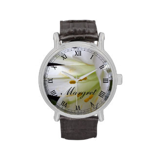 Bonito, flor blanca pura del lirio de pascua en reloj
