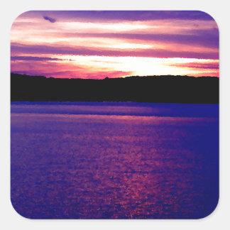 Bonito mágico de la puesta del sol del lago pegatina cuadrada