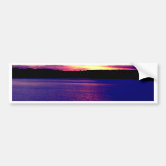 Bonito mágico de la puesta del sol del lago púrpur pegatina para auto