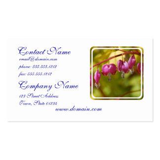 Bonito que cuelga las flores del corazón sangrante plantilla de tarjeta personal