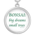 Bonsais, pequeño diseño de los árboles de los sueñ pendiente