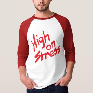 Booger alto en la camisa de la tensión