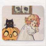 Boogeyman (tarjeta de Halloween del vintage) Alfombrilla De Raton