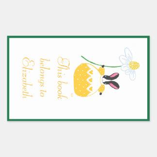 Bookplate amarillo del conejito de la margarita de rectangular pegatinas