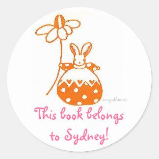 bookplate anaranjado minúsculo del conejito pegatina redonda