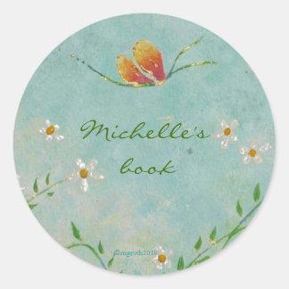 bookplate de la flor y de la mariposa etiqueta redonda