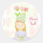bookplate del chica del cumpleaños de la flor pegatinas redondas