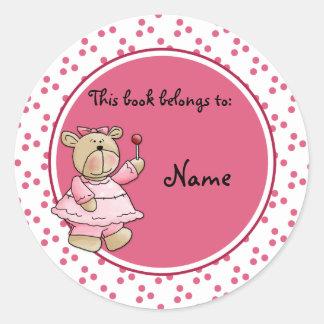 Bookplate lindo del baer del peluche del bebé pegatina redonda