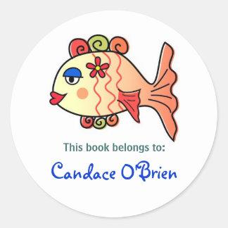 Bookplate tropical de los pescados pegatina redonda