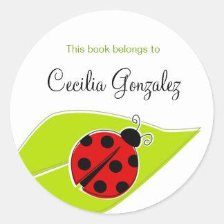 Bookplates rojos de la mariquita pegatina redonda