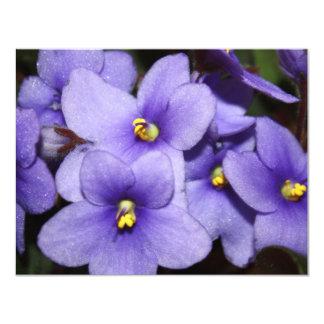 """Boquet violeta invitación 4.25"""" x 5.5"""""""