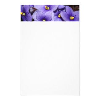 Boquet violeta papeleria de diseño