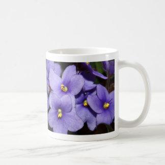 Boquet violeta taza básica blanca