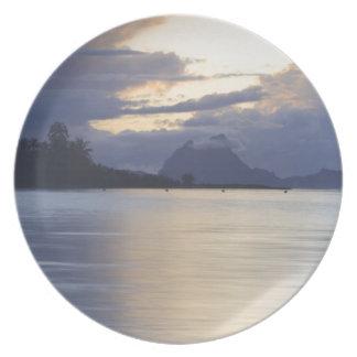 Bora Bora Sunset.JPG Plates