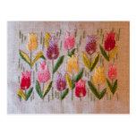 Bordado del vintage de los tulipanes postal