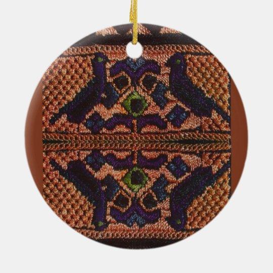 Bordado rumano del vintage, lana, modelo adorno navideño redondo de cerámica