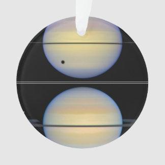 Borde-En la vista de los anillos de Saturn