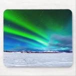 Borealis de la aurora sobre el lago congelado Labe Alfombrillas De Ratón