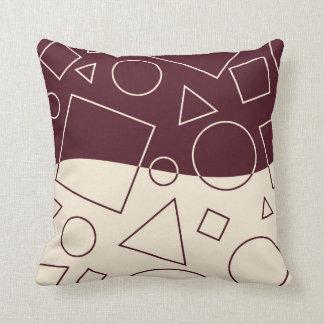 Borgoña y la forma geométrica de marfil agitan almohadas