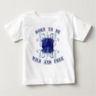 born to fieramente and free playera de bebé
