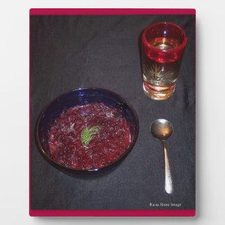 Borshch y vodka ucranianos de la comida del alma placa