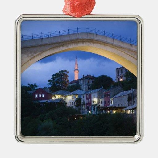 Bosnia y Hercegovina - Mostar. El puente viejo 2 Adorno Navideño Cuadrado De Metal