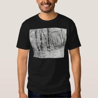 Bosque congelado blanco y negro polera