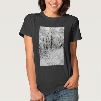 Bosque congelado blanco y negro poleras