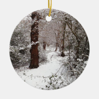 Bosque de Epping en la nieve Adorno Navideño Redondo De Cerámica