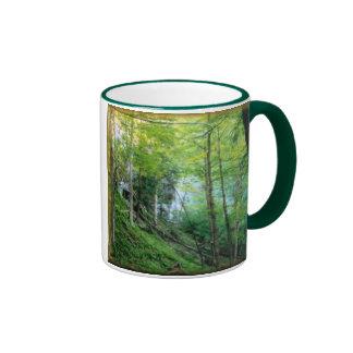 Bosque de la ladera taza de dos colores